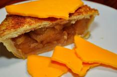 Mmm...cheddar_cheese_and_apple_pie